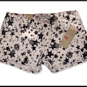Levi's shorty short in star power print size 7
